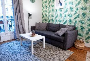 Chic and Spacious Flat at Tocqueville in Paris